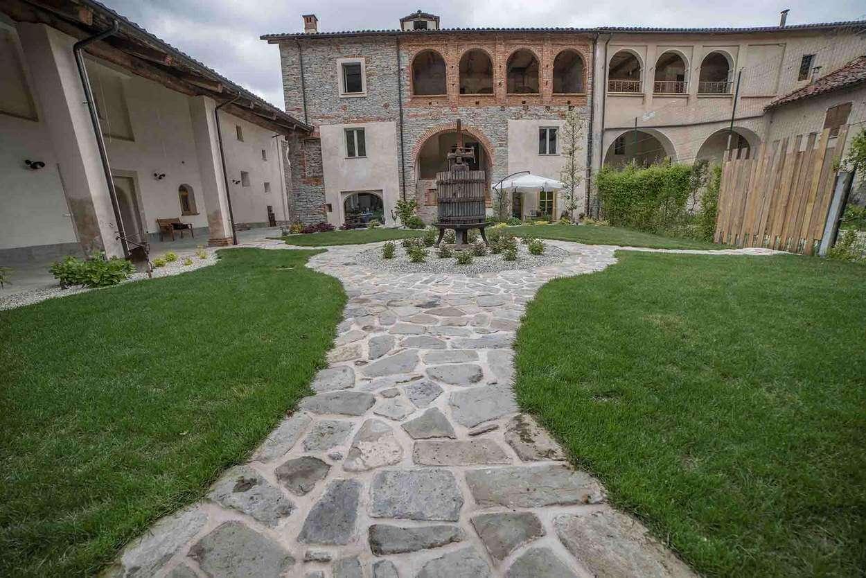 Location matrimonio Langhe Tenuta Armonia Clavesana Cuneo